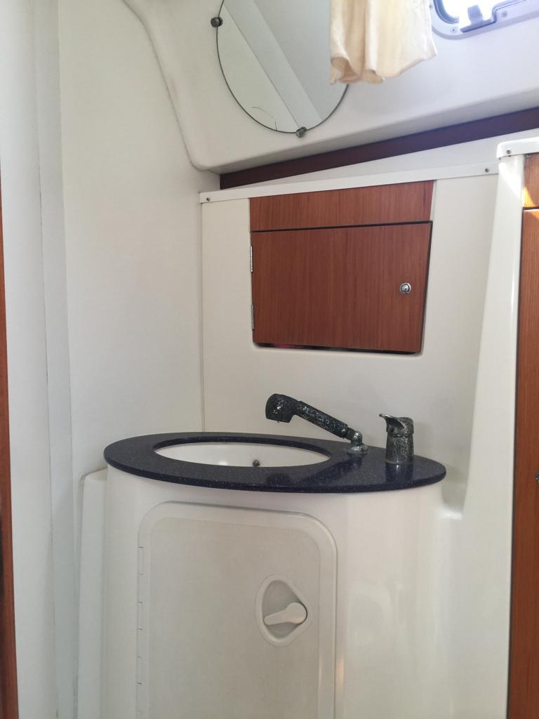 Head vanity cabinet